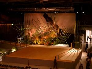 生け花とのコラボレートによるステージ(1)