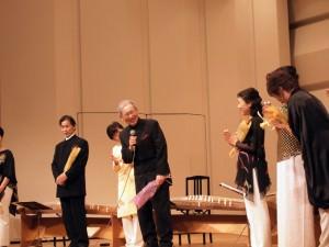 終演後、舞台で三木氏を囲んで