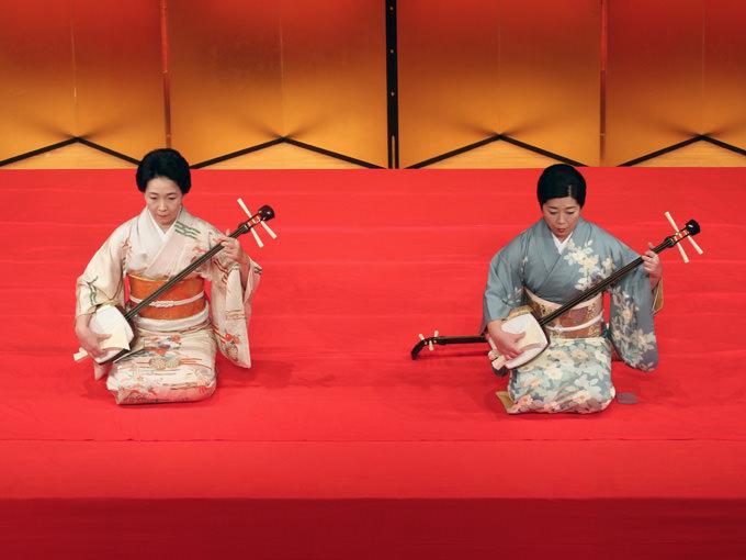 「出口の柳」三弦本手:藤井昭子(右)三弦替手:安藤啓子(左) 音楽のどの...  じゃぽマガジン