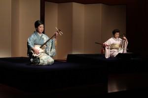 「玉川」◆ 三弦:藤井昭子(左) 胡弓:高橋翠秋(右)