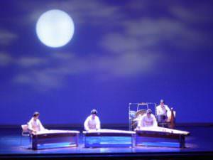 「月彩(つきあや)」。幻想的なステージ。