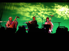 「福原(ふくはら)」では西川浩平(ステージ中)は笛をフルートに持ちかえている。