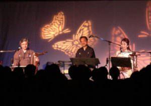 トークは、揚羽蝶のスクリーンをバックに和やかな雰囲気。