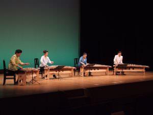 「風・わたり」 左端は箏Ⅱの伊藤さん、その右に箏Ⅰの木田さん