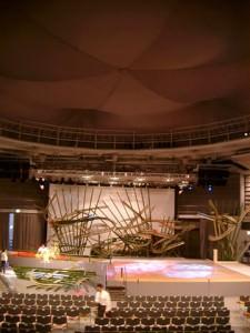 円形の多目的ホール(2)