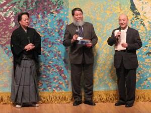 左から藤舎貴生さん、藤本草理事長、平野英俊氏
