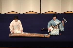 「松風」 三弦:藤井昭子(右) 箏:渡辺明子(左)