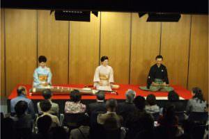 和やかな空気に包まれる会場 左:砂崎知子師 中央:藤井昭子師 右:徳丸十盟師