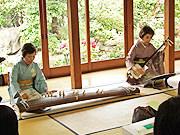 「こんかい」での亀山師(左)と西潟昭子師(右)
